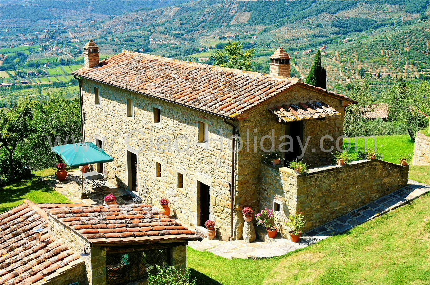 Family House in Cortona, Tuscany for rent. 200 Bedrooms and 20 Bathrooms
